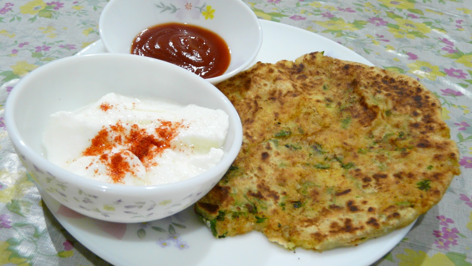 Meera s kitchen recipes aloo parantha indian bread stuffed aloo parantha indian bread stuffed with spicy mashed potatoes forumfinder Image collections